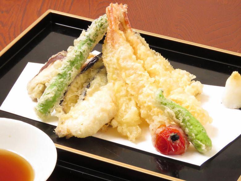 天ぷら盛合せ~新潟笹川流れの藻塩を添えて~
